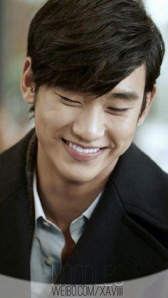Kim Soo Hyun--- that smile melts my heart :...)