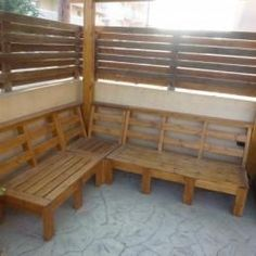 Create an outdoor corner bench unit. FREE plans and tutorial!