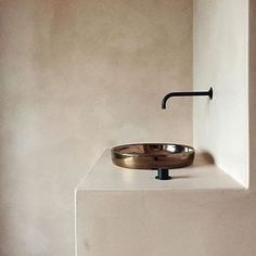 Axolotl finish on basin?? So simple but so striking.