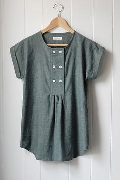 Chambray Market Top (Wikstenmade) Altered and gathered sorbetto with ceramic buttons and sleeves.