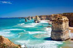 Cenários estonteantes, praias e olindo Parque Nacional Twelve Apostiles, com falésias e formações rochosas que formam uma das imagens mais lindas da natureza Não bastasse ser uma das estradas mais bonitas, com cenários e vistas estonteantes, a Great Ocean Road, na Austrália, concentra uma série de atrações que vão divertir qualquer travelholic: praias, parques nacionais, …