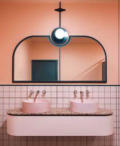 Tendencias de diseño, en #blush #bronce y #coral. Llámanos te haremos un proyecto a tu medida. 911 150 178 ✨ #duchamania #tendencias2018 #interiordesign2018 #interiordesign #interiors #decoracion #reformasdebaño #reformas #picoftheday #primavera Bad Inspiration, Bathroom Inspiration, Interior Inspiration, Mirror Inspiration, Furniture Inspiration, Bathroom Art, Small Bathroom, Bathroom Ideas, Remodel Bathroom