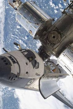 shuttle Stunning view of space shuttle Atlantis docked with the International Space Station 😮 Earth And Space, Atlantis, Cosmos, Nasa Space Program, Space Race, Air Space, International Space Station, Apollo 11, Space And Astronomy