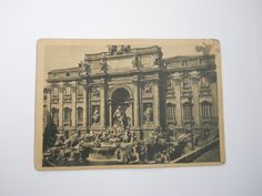 postcard of Fontana di Trevi (Rome, Italy) Old Paris, Built Environment, Rome Italy, 1940s, Vintage World Maps, Buildings, War, Pearls, History