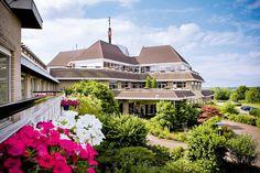 Het comfortabele driesterren Van der Valk Hotel Gladbeck ligt in een mooie, groene omgeving nabij recreatieparken als Movie Park Germany, indoor Alpincenter Bottrop en Zoom Erlebniswelt in Gelsenkirchen. Ook Legoland Discovery Center Oberhausen is niet ver. Het hotel beschikt over een uitgebreid wellnesscentrum met o.a. diverse sauna's. Van der Valk Hotel Gladbeck is gunstig gelegen ten opzichte van vele attracties en culturele steden als Düsseldorf, Essen en Keulen. Officiële categorie ***
