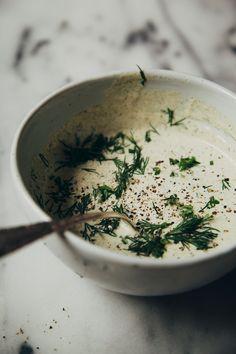 geröstet Winter Schüssel w / Grill Tempeh + vegan Hanfsamen Ranch Dressing - Die erste Mess