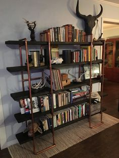 We built a bookshelf out of copper pipe and wood (#QuickCrafter)