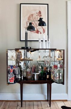 November I love this mirrored bar cart.I love this mirrored bar cart.Monday November I love this mirrored bar cart.I love this mirrored bar cart. Mini Bars, Bar Sala, Sala Vintage, Vintage Modern, Vintage Style, Console Design, Sweet Home, Bar Cart Decor, Bar Cart Styling