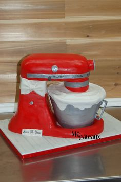 KitchenAid - 3D kitchenAid! Chocolate cake and RiceKrispies sculpted, covered with fondant!