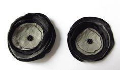 Schuhclip 2 Organza-Blüten in taupe-schwarz von soschoen auf DaWanda.com