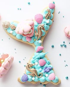 ♡ // 🧜🏻♀️ cookie cake or traditional cake? I love cake but I'm also totally inspired by this cookie cake 😍 Mermaid Cupcake Cake, Mermaid Cookies, Cupcake Cakes, Alphabet Cake, Cake Lettering, Monogram Cake, Cake Cutters, Biscuit Cake, Number Cakes