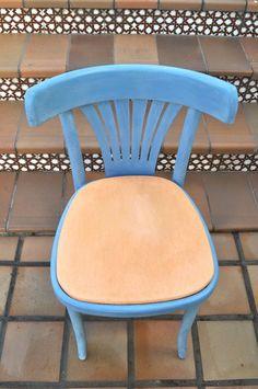 Pintar tela y una silla vieja con chalk paint… ¿cómo quedaría? Lo de la silla, bueno, pero ¿y el asiento de tela?  Aquí tenemos la silla que vamos a renovar y con la que vais a ver que …