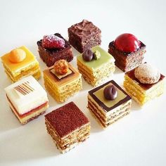 Petit fours for a happy sweet weekend ~. Fancy Desserts, Just Desserts, Delicious Desserts, Yummy Food, Sweet Recipes, Cake Recipes, Dessert Recipes, Pastry Recipes, Cupcakes
