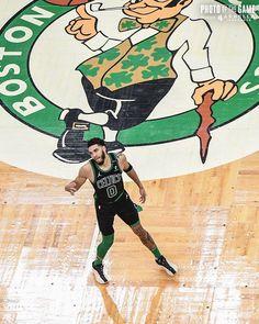 Derrick Rose Wallpapers, Nba Wallpapers, Boston Celtics Wallpaper, Jordan Poster, Jayson Tatum, Basketball Posters, Nba Sports, Nba Players, Chill