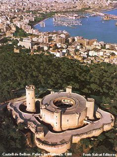 Palma de Mallorca, is the capital and largest city of the autonomous community of the Balearic Islands in Spain Ibiza, Menorca, The Places Youll Go, Places To See, Beautiful Buildings, Beautiful Places, Chateau Moyen Age, Palaces, Balearic Islands