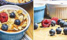 Mmmh… schon der Duft aus dem Ofen verspricht eine extrem leckere Süßspeise. Und genau so ist es! Der kleine Auflauf mit sommerlichen Früchten hat definitiv das Zeug zum Lieblingsdessert. Und weil er einfach so gut schmeckt, passt er zu vielen Gelegenheiten. Als Nachtisch, als Kuchenersatz oder sogar als süße Hauptspeise. Bei der Wahl der Beeren …
