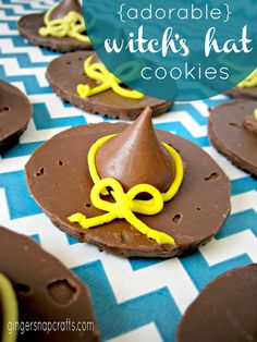 witch's hat cookies from GingerSnapCrafts.com