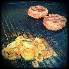 Burger patties and habanero-honey onion rings on the grill #foodblog #foodstagram #burgergram #Burger #grillblogger #grillstagram