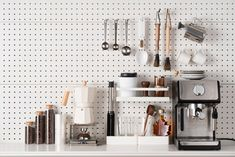 Handy Pegboard Flylady, Large Pegboard, Kitchen Countertops, Kitchen Appliances, Grand Menage, Kitchen Wallpaper, Kitchen Trends, Kitchen Designs, Kitchen Tops