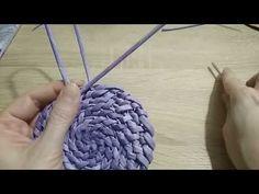 👉Корневое плетение/УРОК 3/внутренний бортик/шкатулка/из газетных трубочек - YouTube Paper Weaving, Weaving Art, Handmade Crafts, Diy And Crafts, Paper Crafts, Newspaper Basket, Sisal, Merino Wool Blanket, Jute