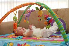 Brincadeiras para ajudar o desenvolvimento do bebê - 0 a 12 meses