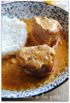 Filet mignon with paprika sauce - Hand in dough - recettes - Meat Recipes Cooked Chicken Recipes, Steak Recipes, Lunch Recipes, Cooking Recipes, Paprika Sauce, Filet Mignon Sauce, Bbq Meat, How To Grill Steak, Yum Yum Chicken