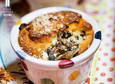 Com cogumelos shimeji, paris e portobelo, o bolo salgado foi enformado em potinhos individuais. A massa pode receber outros complementos, como peixes e legumes assados (Foto: Rogério Voltan/Editora Globo)