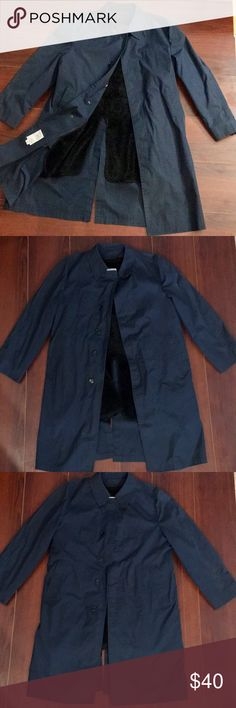 Men's London Fog Trench Coat Size 40 Navy Medium London Fog Men's Trench Coat Size Medium/40 Navy   London Fog Trench Coat with removable fur lining. Good condition. See pics for button that's slightly cracked. Little dusty white mark that needs to be cleaned possibly with a Tide pen.  Size 40 per sizing chart from online is a Medium (see pics). Regarding imperfections see comments below.   🚫 No trades London Fog Jackets & Coats Trench Coats