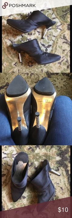 """Pointy mules with rhinestone heels Size 6🌸 Beautiful Isabel Toledo for Payless pointy shoes. Worn twice and lost few rhinestones on both heels (barely noticeable) pic #5 left shoe, pic #6 right shoe. Comfortable. True to size 6 women. 3"""" heels. My home is pets and smoke free. Bundle and save 10% 👠👛 Isabel Toledo Shoes Mules & Clogs"""