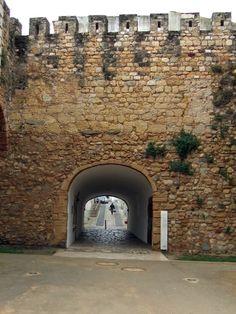 Lagos Town Gate Algarve Portugal - photo: Robert Bovington  #Algarve #Portugal  http://bovingtonbitsandblogs.blogspot.com.es/