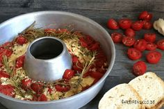 schafskaese mit tomaten-omnia backofen-ueberbacken sheep cheese with tomato-omnia oven-bake Soup Appetizers, Vegetarian Appetizers, Finger Food Appetizers, Appetizer Recipes, Vegetarian Recipes, Snack Recipes, Easter Recipes, Recipes Dinner, Sheep Cheese