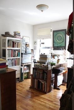 Sophia's Bookish Live/Work Apartment - use of bedroom as as studio