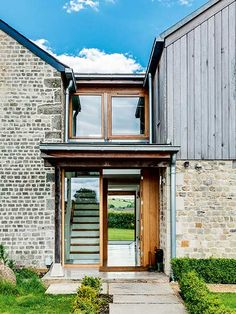 Old cottage extension glazed link staircase exterior Brick Cottage, Old Cottage, Timber Cladding, Exterior Cladding, Exterior Stairs, Laurel House, Cottage Extension, Glass Extension, Extension Ideas