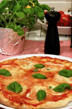 Pizzateig Rezept wie in Neapel. Pizzateig selber zu Hause machen. Grundrezept für Pizza, lecker!