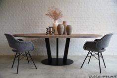 Ovale eiken tafel Mei Elkoar met zwart frame - Woonwinkel Alle Pilat