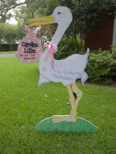 Stork Birth Announcement for your bundle of joy Baby Stork, Stork Baby Showers, Baby Shower Niño, Baby Shower Gender Reveal, Baby Shower Parties, Birthday Yard Signs, Welcome Home Baby, Baby Door Hangers, Baby Box