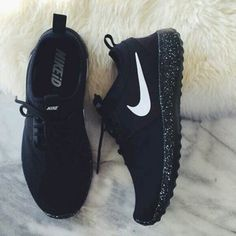 Shoes: nike shoes, nike, glow in the dark, air max, nike air, air max, nike running shoes, low top sneakers, sneakers, white, tumblr shoes, streetwear, streetstyle, style, athletic, nike shoe, cute, pretty, fashion, summer, spring, nike, blue nike, reflective, nike sneakers - Wheretoget
