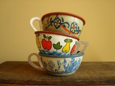 Tin toy teacups, vintage collection, 3 pcs. Ohio Art. $25,00, via Etsy.
