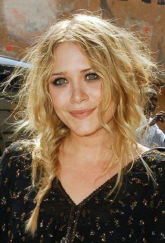 ♥️ Pinterest: DEBORAHPRAHA ♥️ Ashley Olsen messy braid hairstyle #olsen #twins