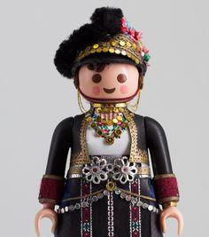 PlaymoGREEK: Ενδυμασία από την Αλεξάνδρεια Ημαθίας. Πέτρος Καμινιώτης. Φωτογραφία: Πέτρος Καμινιώτης Folk Costume, Costumes, Contemporary Fashion, Greece, Captain Hat, Miniatures, Culture, Dolls, Celebrities