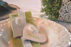 60 x Tischkarte ♥ Herz Anstecker ♥ Hochzeitsbutton von Majalino auf DaWanda.com