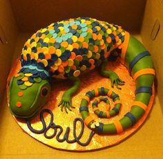 Lizard cake Lizard Cake, Fun Food, Good Food, Cupcake Cakes, Cupcakes, Animal Cakes, Cakes And More, Cake Ideas, Dinosaur Stuffed Animal