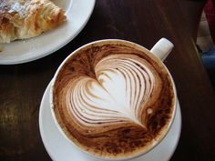 Latte or Caffè latte (in Italian, which means coffee milk) espresso or coffee is mixed with milk and has a thin layer of foam on top. Coffee Heart, I Love Coffee, Best Coffee, Black Coffee, Coffee Break, Coffee Latte Art, Coffee Blog, Espresso Latte, Coffee Milk
