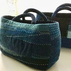 No link. Fabric Handbags, Fabric Bags, Patchwork Bags, Quilted Bag, Boro Stitching, Sashiko Embroidery, Japanese Sewing, Recycle Jeans, Boho Bags