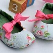 Baby Reversible Mary Janes - via @Craftsy