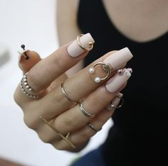 Pierced nails by Park Eunkyung The best new nail polish colors and trends plus gel manicures, ombre Nail Piercing, Drip Nails, Gel Nails, Nail Polish, Coffin Nails, Nail Swag, Summer Acrylic Nails, Spring Nails, Print No Instagram
