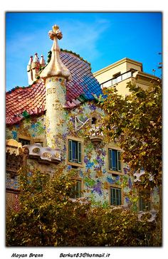 Barcelona, Spain (Casa Batllo by Gaudi', it is situated in Passeig de Gracias) A place you must see! Places Around The World, Oh The Places You'll Go, Places To Travel, Around The Worlds, Beautiful World, Beautiful Places, Madrid, Antoni Gaudi, Spain And Portugal