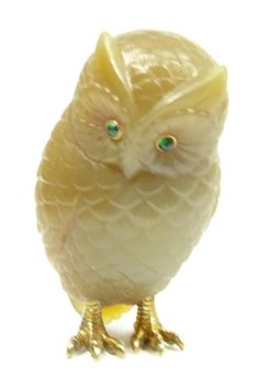 Fabergé. Owl figurine carved of agate with gold legs and two cabochon emeralds set as eyes.