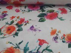 Composizione: 100% #cotone #Tessuto per #tovagliato in sfondo bianco con grandi fiori e farfalle nelle sfumature dell'arancio, del rosa e del viola. Effetto dipinto. Per vestire di #primavera la tua #tavola