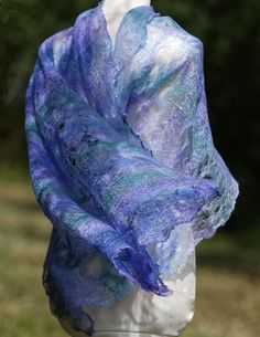 Someting airy, yet defensively warm, a vivid spot of color at the same time the essence of this cobweb felt scarf. Material is merino/tencel Felted Scarf, Nuno Felting, Beret, Shawl, Turquoise, Warm, Purses, Accessories, Color
